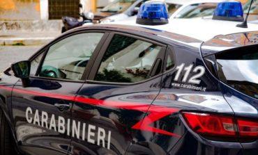 Minacciano costruttore con bottiglie molotov: arrestati padre e figlio per tentata estorsione