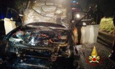 Auto distrutta dalle fiamme a San Donato