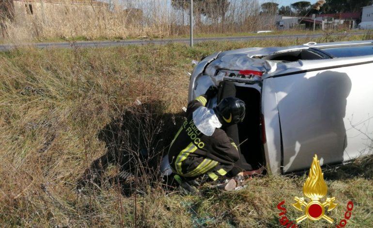Due feriti in un incidente a Pucciarelli, auto si ribalta