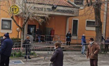 Caos pensioni, transenne alle Poste di Magione. Il sindaco Chiodini scrive alla direzione provinciale