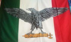 Bandiera italiana fascista segnalata su YouPol, intervengono gli agenti