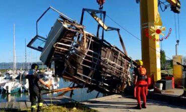 Casa galleggiante collassa nel Trasimeno: serve l'intervento dei Vigili del fuoco