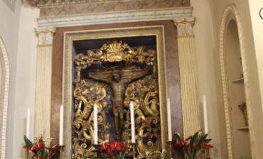 Messa a porte chiuse e tanta devozione per celebrare il Santissimo Crocifisso