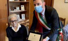 Grande festa per i 100 anni di Velia Piccio, le fa visita anche il sindaco Burico