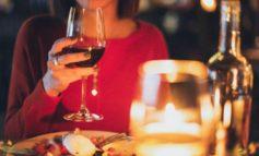 Notte romantica, a Passignano municipio illuminato e cene a lume di candela