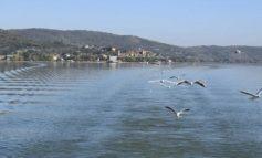 Opere abusive in riva al lago a Torricella: il Comune ordina la demolizione