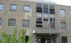 """Liceo """"Alessi"""", oltre cento firme per dire no al ritorno della preside"""