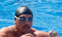Marco Fratini, il dottore da record che ha nuotato per 26 ore e 60 chilometri nel lago