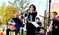 Al lago di Pietrafitta la voce di Antonella Ruggiero incanta gli spettatori