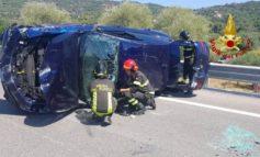 Auto ribaltata sul raccordo Perugia Bettolle, tre feriti
