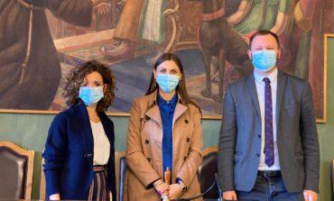 Durante la visita del viceministro Anna Ascani illustrati i lavori della nuova scuola dell'infanzia a Caserino