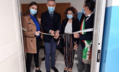 """La viceministro Anna Ascani inaugura l'aula di robotica: """"La scuola 'aperta' previene le disuguaglianze"""""""