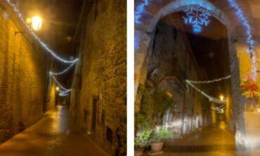 Paciano non rinuncia alle luminarie, ecco il borgo addobbato per Natale