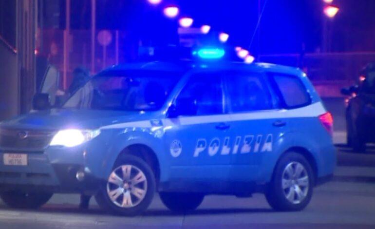 La polizia stradale soccorre un ragazzo finito in un dirupo