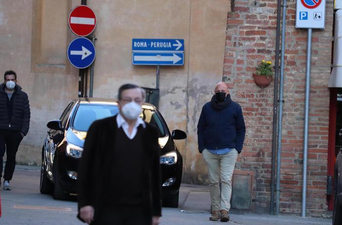 """Draghi alla messa celebrata dal cardinale Bassetti: """"Pasqua di rinascita? Speriamo"""""""