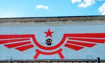 """Passignano, la minoranza: """"Alla stazione spunta – pagato dal comune – il graffito con il simbolo dell'aviazione sovietica"""""""