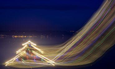 Torna l'Albero di Natale più grande del mondo disegnato sull'acqua